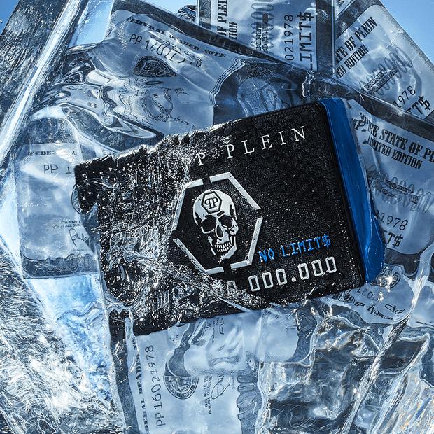 Фото №2 - Новый аромат Philipp Plein в форме кредитной карты