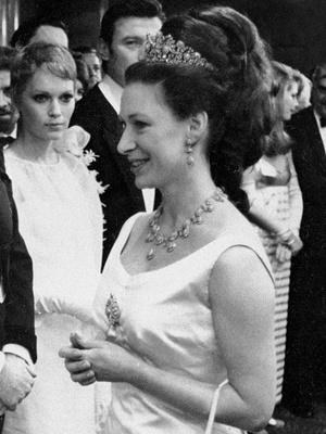 Фото №13 - Полный комплект: самые роскошные парюры британской королевской семьи