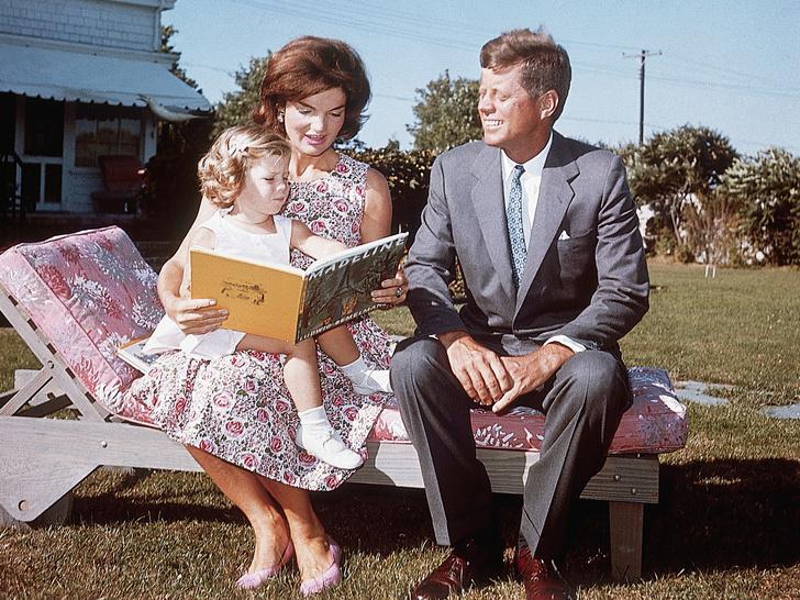 Фото №5 - Счастье на четверых: самые трогательные фото четы Кеннеди с детьми
