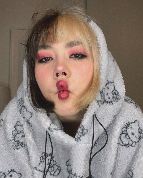 Фото №1 - Кто из блогеров хочет себе дочку, похожую на Катю Адушкину? 🥰