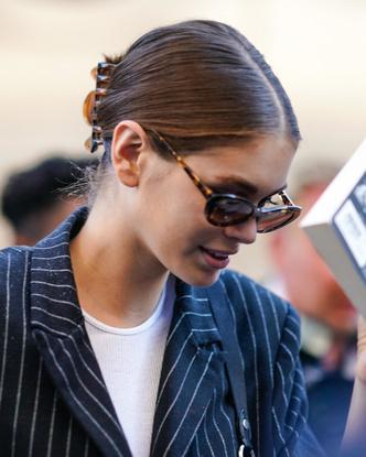 Фото №2 - Крабы для волос: как их носить сейчас (и где купить самые модные)