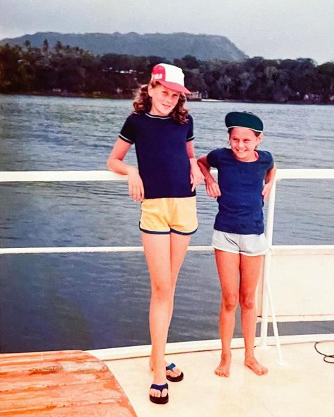 Фото №2 - Гадкий утенок: Николь Кидман показала детское фото, на котором ее не узнать