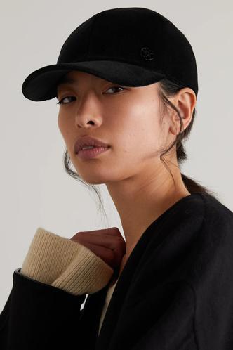Фото №7 - Шапки, береты и кепки: самые модные головные уборы осени и зимы 2021/22