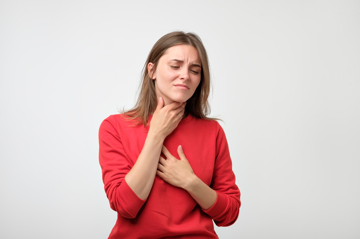 ком в горле сердце боль
