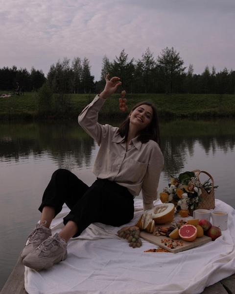 Фото №2 - Как носить бежевый цвет осенью: учимся у Карины Каспарянц