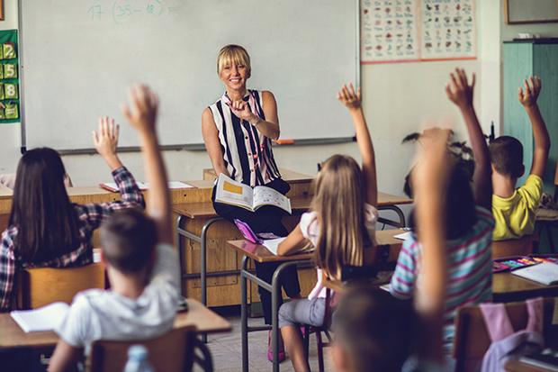 Фото №2 - Школьные поборы: отказаться или испортить отношения с учителем?