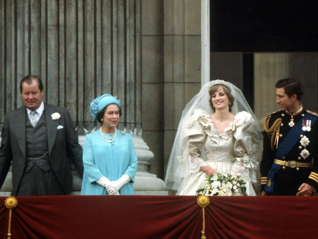 Фото №2 - Другой сценарий: что связывало Королеву и отца Дианы (и как могла измениться история Виндзоров)