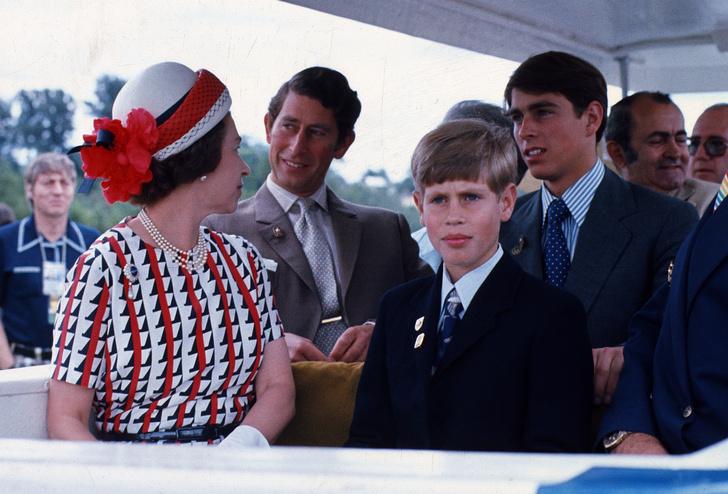 Фото №1 - Такая разная мама: почему у Королевы сложились отношения только с младшими детьми