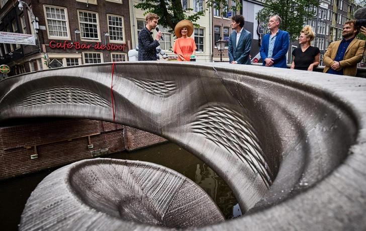 Фото №1 - В Амстердаме открылся мост, напечатанный на 3D принтере