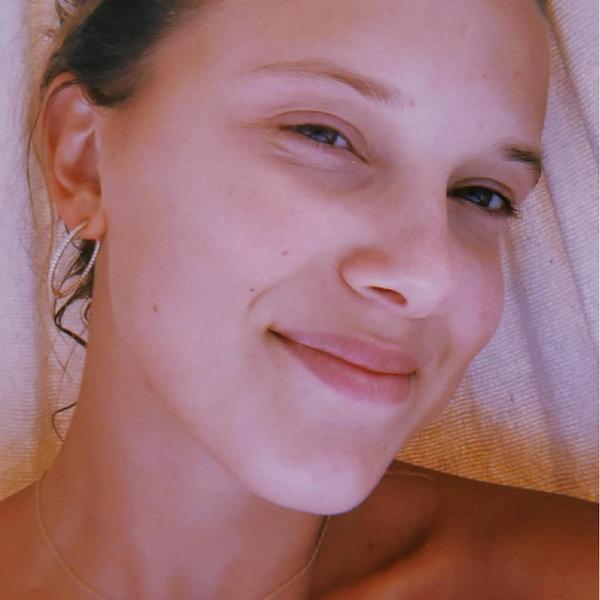 Фото №20 - 20 знаменитостей, которые невероятно круто выглядят без макияжа