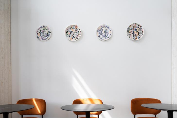 Фото №2 - Выставка «Бульвар Софи Варен» сестер Чельцовых в Lobby