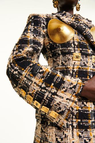 Фото №13 - От цепей до печаток: как правильно носить крупные украшения