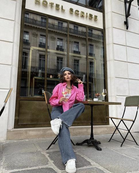Фото №1 - С чем носить модную оверсайз-рубашку этим летом: вдохновляемся Кариной Нигай