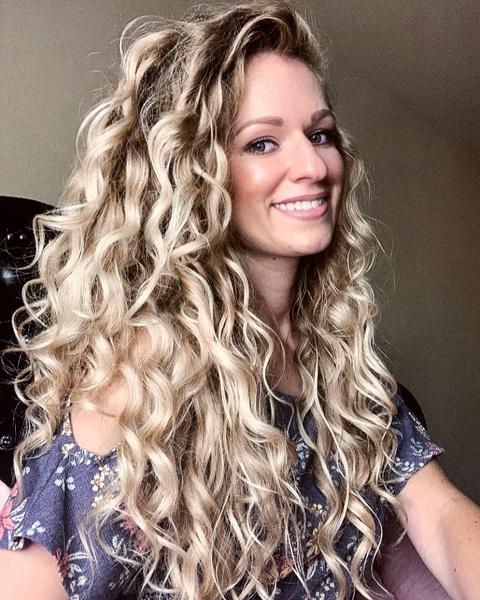 Фото №6 - Почему волосы не вьются: 6 ошибок в уходе за кудрями