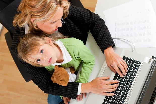 Фото №1 - Мама-трудоголик: как это влияет на детей и их будущее