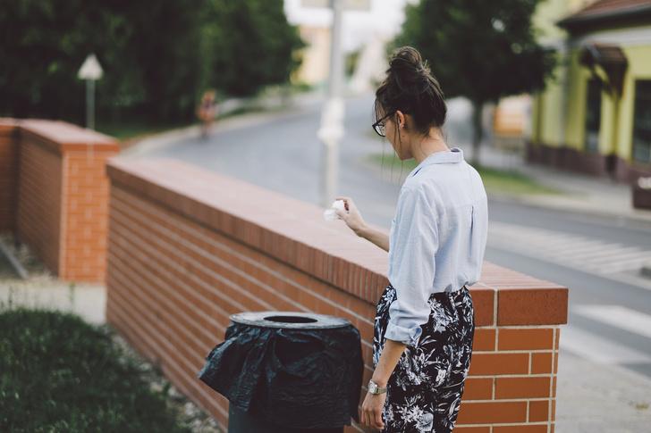 Фото №2 - 12 вещей, которые нельзя выбрасывать в мусорку