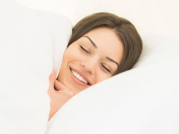 Фото №1 - Ночной дозор: что происходит с нашими зубами во время сна