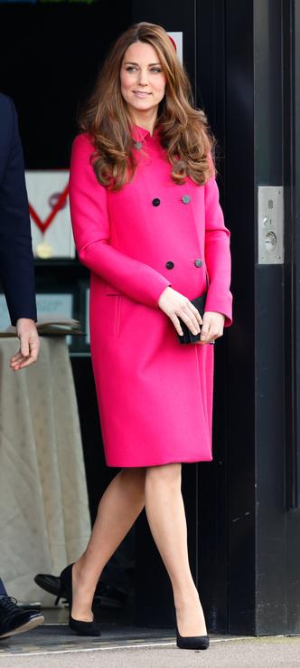 Фото №10 - Все цвета радуги: почему герцогиня Кейт так любит яркие пальто