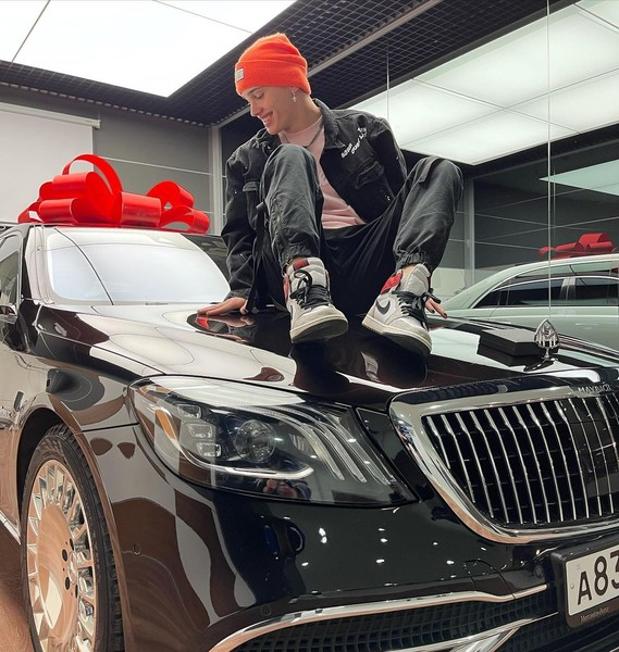 Фото №1 - Скорее смотри: Даня Милохин наконец показал свою машину!