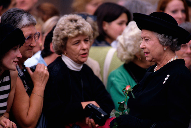 Фото №1 - Как смерть принцессы Дианы изменила отношение британцев к Королеве