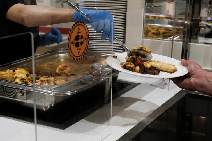 Фото №3 - Украшают дешевый хлеб, а морепродукты прячут: россиянам раскрыли схемы обмана в отелях Турции «все включено»