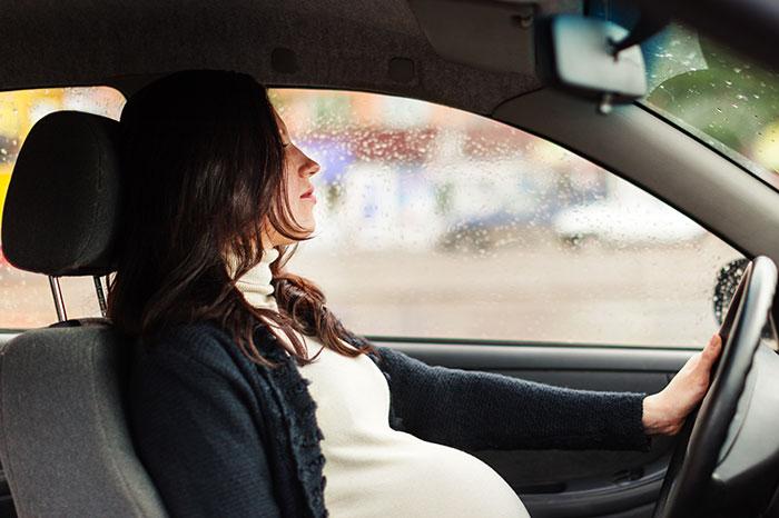Фото №1 - Беременная за рулем: поездка с комфортом