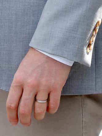 Фото №7 - Почему мужчины королевской семьи не носят обручальные кольца