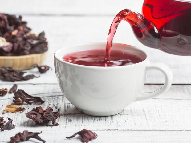 Фото №1 - Напиток фараонов: полезные свойства чая каркаде (и как правильно его заваривать)