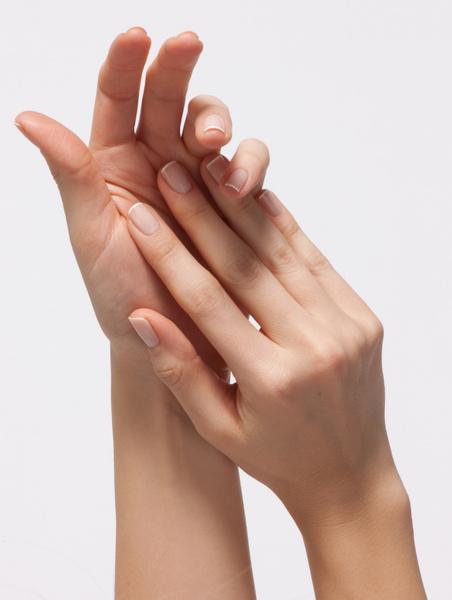 Фото №1 - Что делать, если руки выдают ваш возраст: бьюти-хаки от экспертов