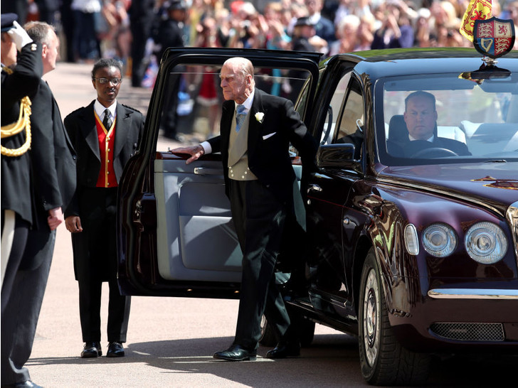 Фото №2 - Из-за чего принц Филипп разозлился на Гарри и Меган перед их свадьбой