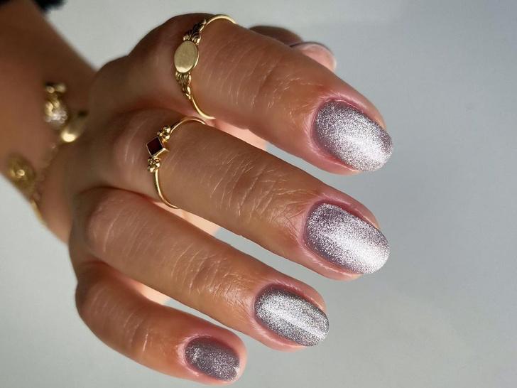Фото №1 - Velvet nails: идеальный сияющий маникюр на лето