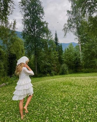 Фото №3 - Как стильно носить косынку летом: показывает Стеша Маликова