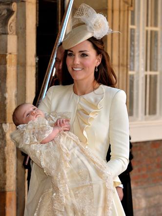 Фото №20 - Самые стильные образы королевских мам на крестинах их детей