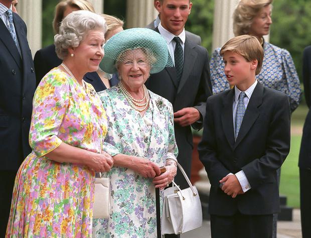 Фото №8 - Непристойное поведение: почему Елизавета была возмущена воспитанием Уильяма
