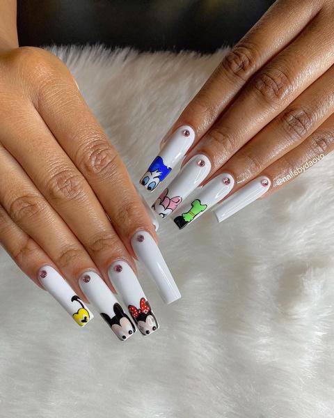 Фото №33 - Позалипать и вдохновиться: 45 крутых идей маникюра для длинных ногтей 💅