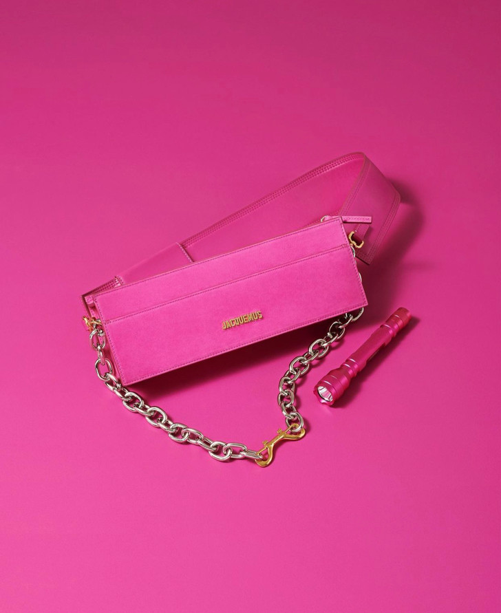 Фото №2 - Жизнь в (очень-очень-очень) розовом цвете: Jacquemus показал, как будет выглядеть коллекция, которую раскупят за несколько минут