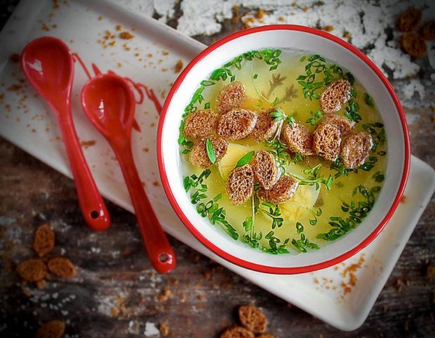 Куриный бульон с имбирем и гренками рецепт