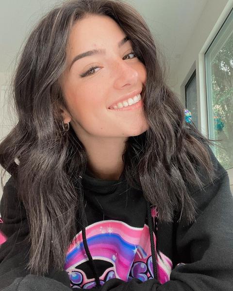 16-летняя блогерша Чарли Д'Амелио побила рекорд по числу подписчиков в TikTok: видео, фото, инстаграм, тикток