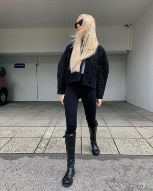 Фото №1 - С чем носить жокейские сапоги — главный обувной инста-тренд зимы 2021 👢