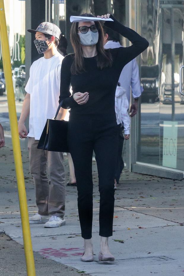 Фото №2 - Анджелина Джоли в очень узких джинсах, наконец, продемонстрировала головокружительную фигуру