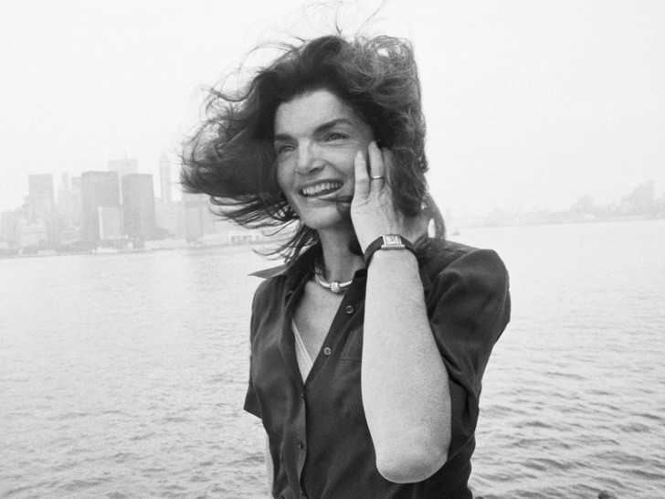 Фото №11 - Модный список Первой леди: любимые бренды Жаклин Кеннеди