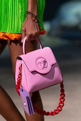 Фото №3 - Самые модные сумки весны и лета 2021