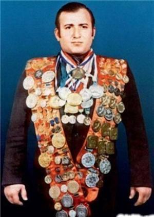 Фото №3 - История героического советского пловца Шаварша Карапетяна, который вытащил 46 человек из утонувшего троллейбуса