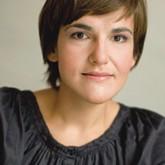 Людмила Алябьева – кандидат филологических наук, шеф-редактор журнала «Теория моды: одежда, тело, культура».