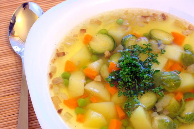 Фламандский суп из брюссельской капусты с луком-пореем