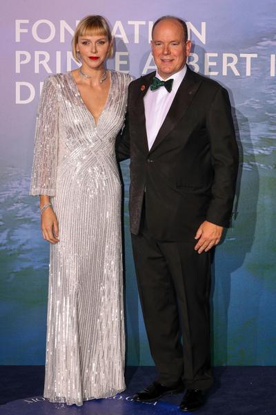 Фото №1 - «Изумрудная» Хелен Миррен и элегантная Кейт Бекинсейл: в Монте-Карло прошел Planetary Health Gala