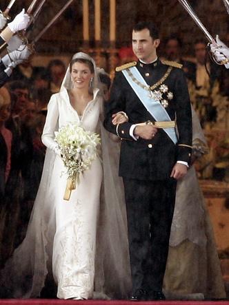 Фото №6 - Платья-близнецы: 15 слишком похожих свадебных нарядов королевских особ