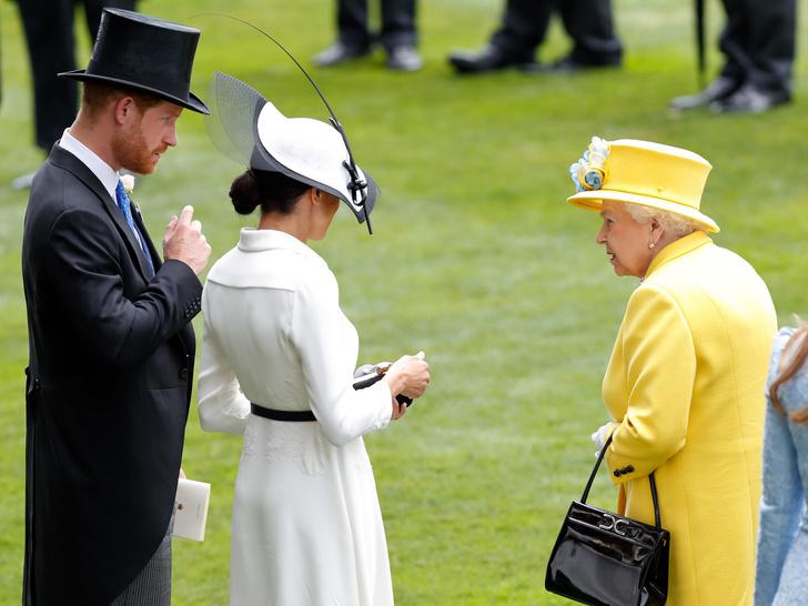 Фото №3 - От самого любимого внука до «врага семьи»: как менялись отношения принца Гарри и Королевы