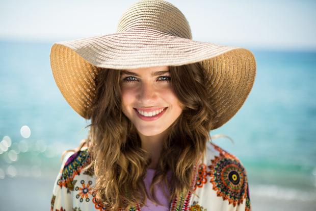 Фото №1 - Дело в шляпе: летний уход за волосами
