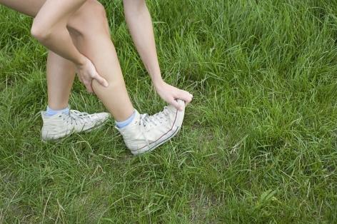 Сводит ноги судорогой: как избавиться от боли